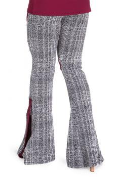Calça flare casual com recorte lateral cinza e vermelho