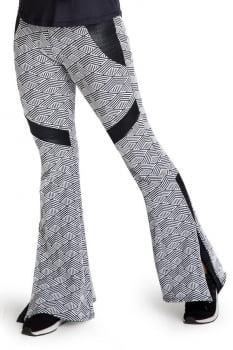 Calça flare casual estampada com recorte lateral cinza e preto