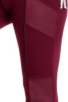 Calça flare marsala com recortes em couro resinado