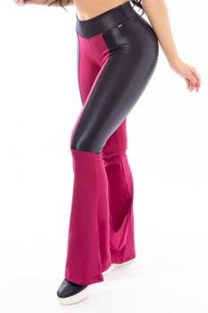 Calça flare em tecido flanelado rosa e preto