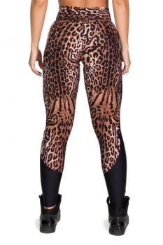 Calça legging animal print com recorte lateral