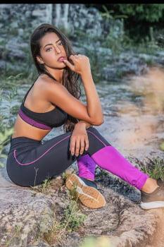Calça legging com recorte pink na lateral