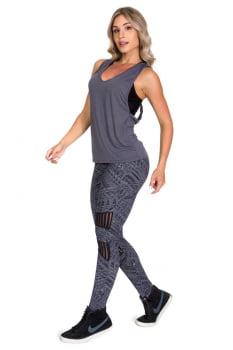 Regata fitness cinza chumbo com abertura nas costas
